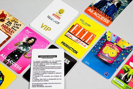 Badges et cartes en pvc laminé imprimés en couleur pour vos accréditations ou pass VIP -Oscar Productions Nantes billetterie et gestion d'accès sécurisée