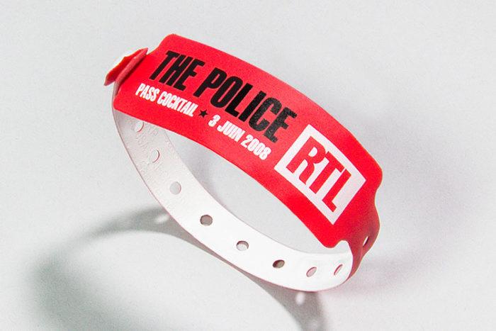 Bracelet vinyle imprimé en 2 couleurs sérigraphie - Oscar Productions Nantes billetterie et gestion d'accès sécurisée