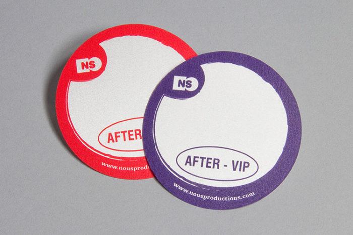 Impression de badges adhésif en tissu sérigraphié - Oscar Productions Nantes billetterie et gestion d'accès sécurisée