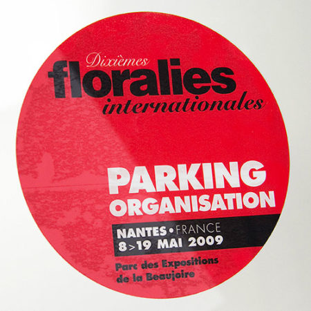 Vitrophanie sérigraphiée pour gérer vos parkings - Oscar Productions Nantes billetterie et gestion d'accès sécurisée